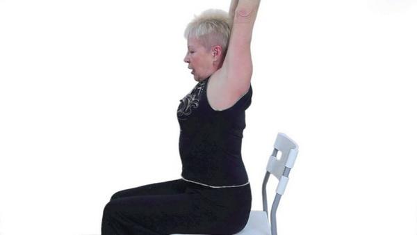 При артрите упражнения с КЖС можно выполнять только сидя и лежа.